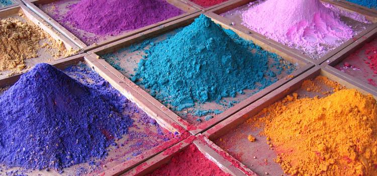 Domowe sposoby na farbowanie odzieży